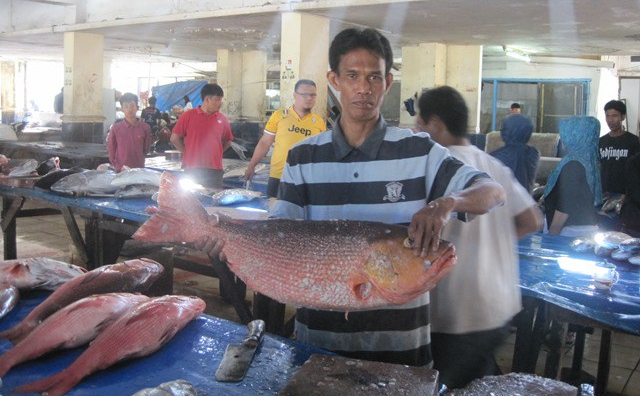 Mercado Indonesia, pescado grande
