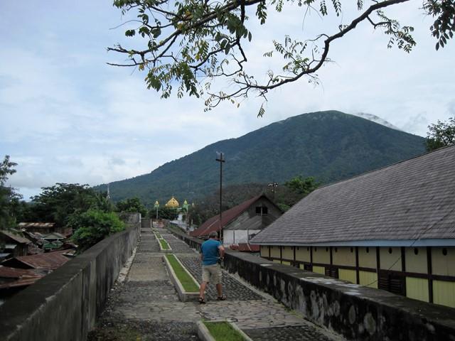 Orange Benteng Ternate 2
