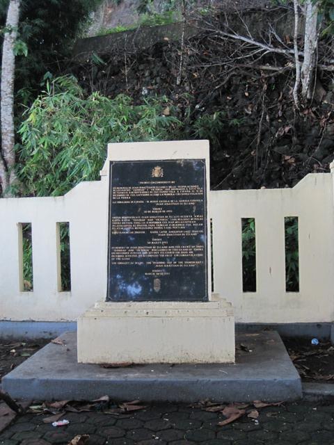 Tidore Indonesia placa conmemorativa vuelta al mundo