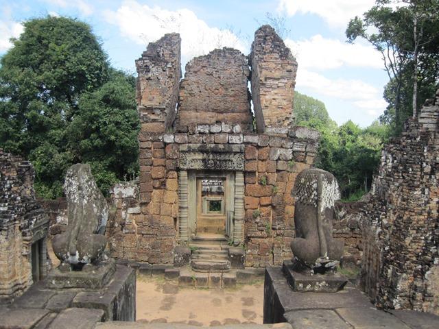 Angkor Mebon oriental 5